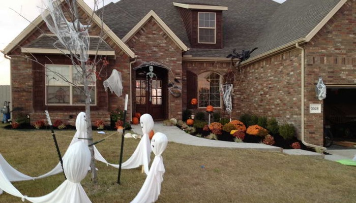 add simple touches - Best Outdoor Halloween Decorations