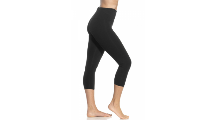 d5e0a715de8c5 For hourglass or curvy body types, it is best to wear dark-colored leggings  with minimal print to create a more flattering silhouette.