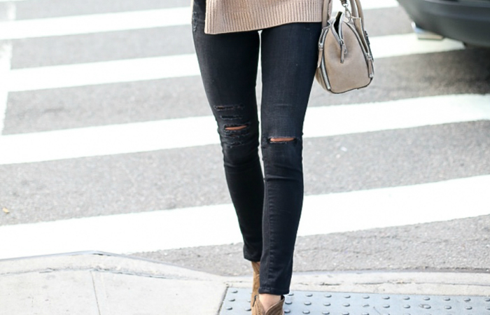 Black and brown colored boots will compliment skinny jeans as well as your complexion. Stiletto heels with skinny jeans will add that va va voom to your outfit. Chunky platforms look amazing with skinnies.