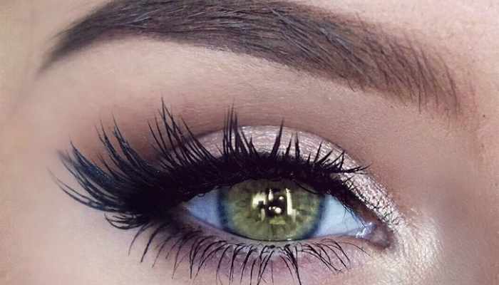 A combination of mute and shimmery colors are great for bright green eyes. This eye color does not need dark shadows. If you have green eyes, you may resort ...